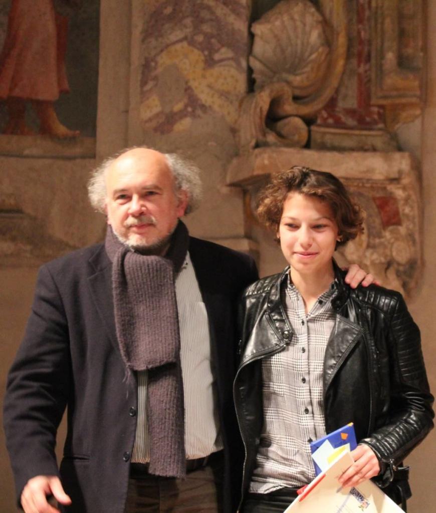 Il Dirigente Scolastico del Bonelli di Cuneo Prof. Paolo Romeo con  Eleonora Pelosi 1° premio 2017